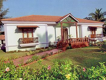 Hotel goan heritage hotel at goa for Kodaikanal cottage with swimming pool